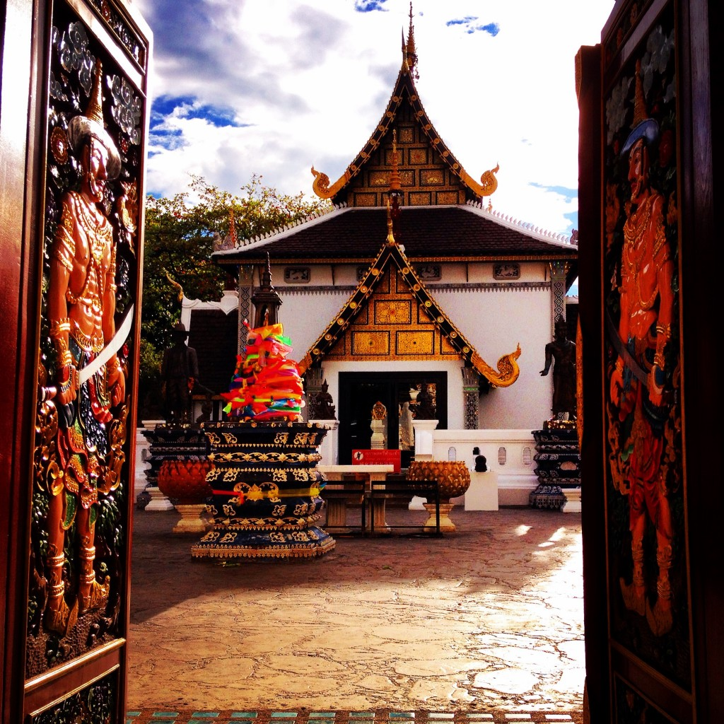 L'ingresso suggestivo del Wat Chedi Luang.