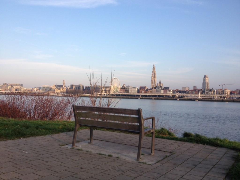 Veduta di Anversa, al di là del fiume @oltreilbalcone