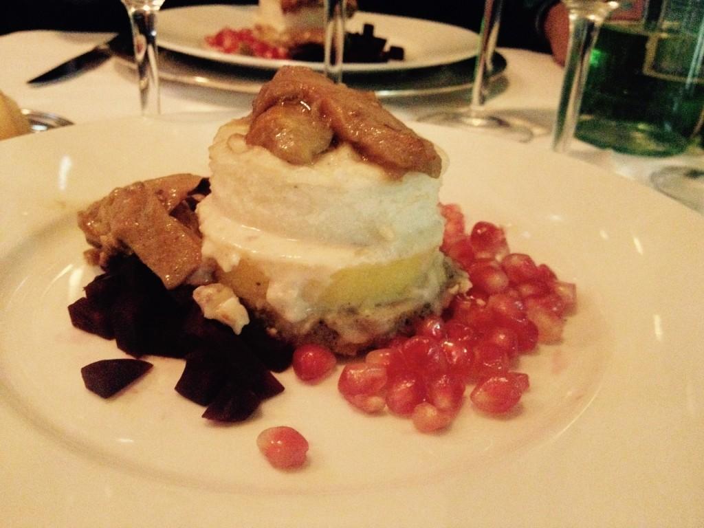 Verticale di Polenta, Funghi, tartare di Barbabietola su crema di Taleggio e Castagne @oltreilbalcone