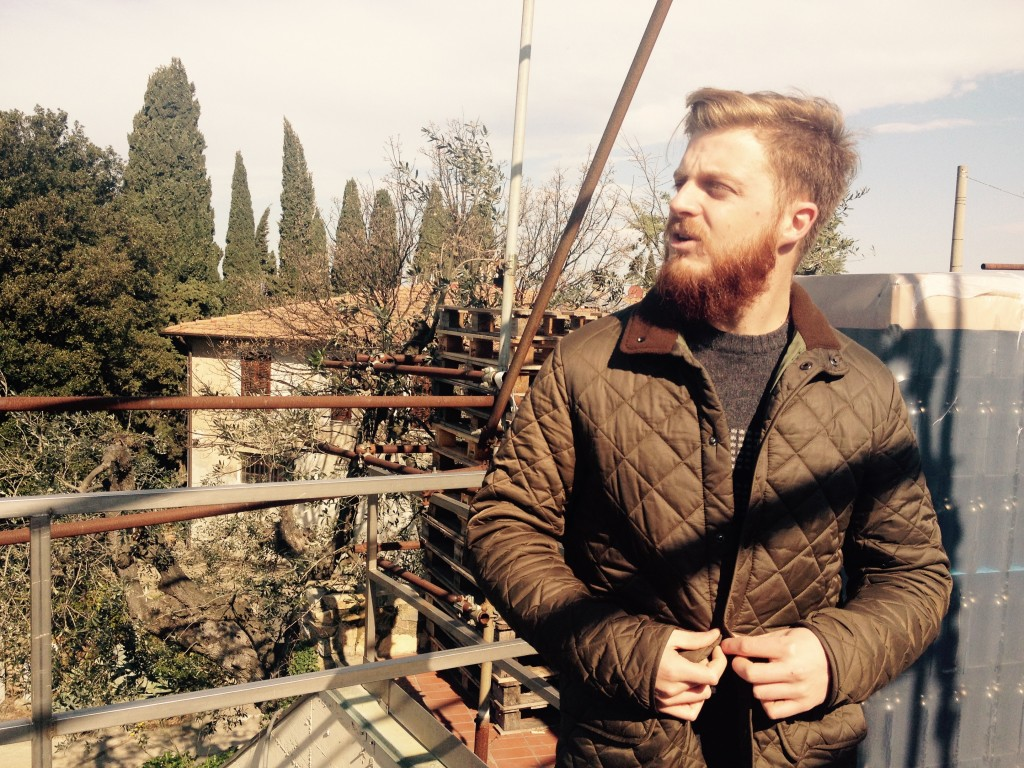 Giacomo Satta, figlio di Michele, nella tenuta che porta avanti con il padre.