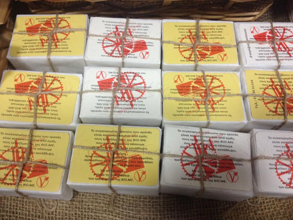 Saponette prodotte dagli operai della Viome, nel centro sociale Micropolis @oltreilbalcone