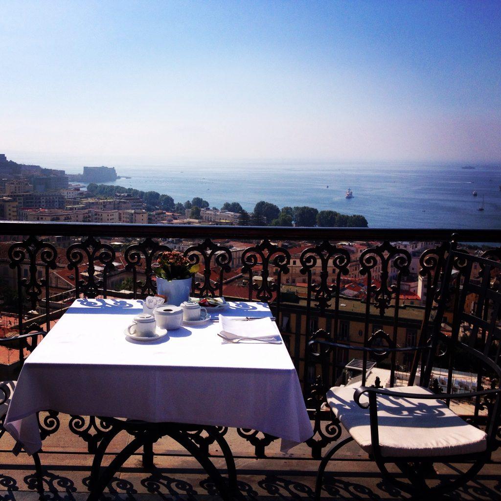 Napoli, La terrazza con vista del Grand Hotel Parker's