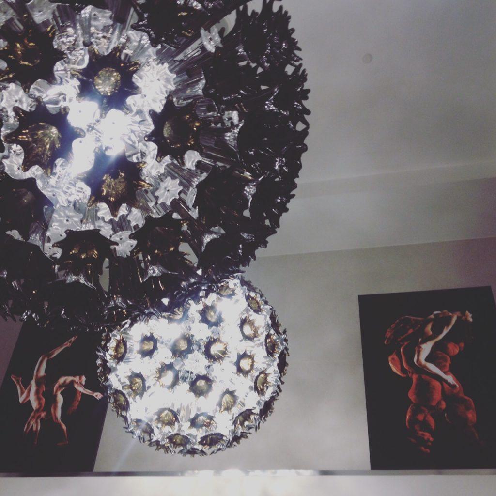 Alcune foto della mostra nella hall dell'Hotel LaGare. @oltreilbalcone