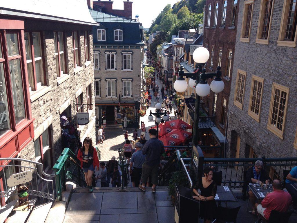 Una delle scalinate che conduce alla Città Vecchia bassa.