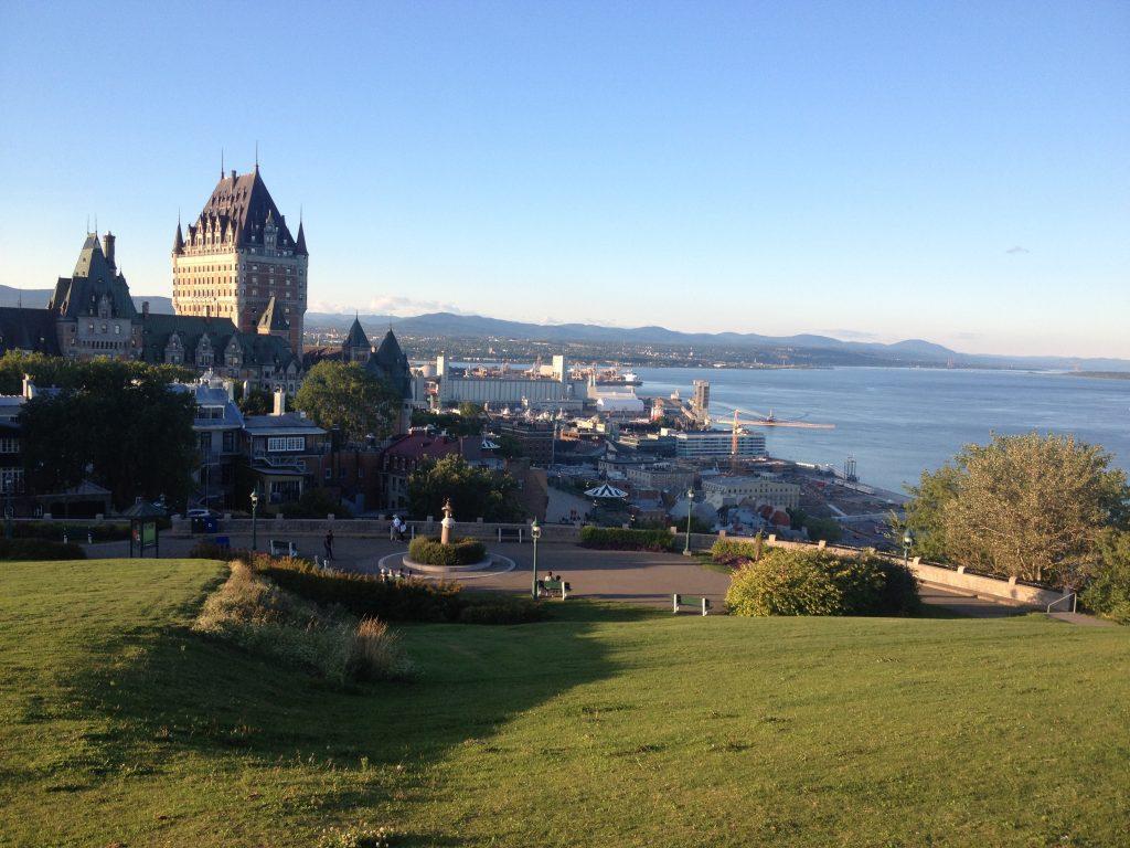 Veduta dalla collinetta sulla città e lo Château Frontenac.