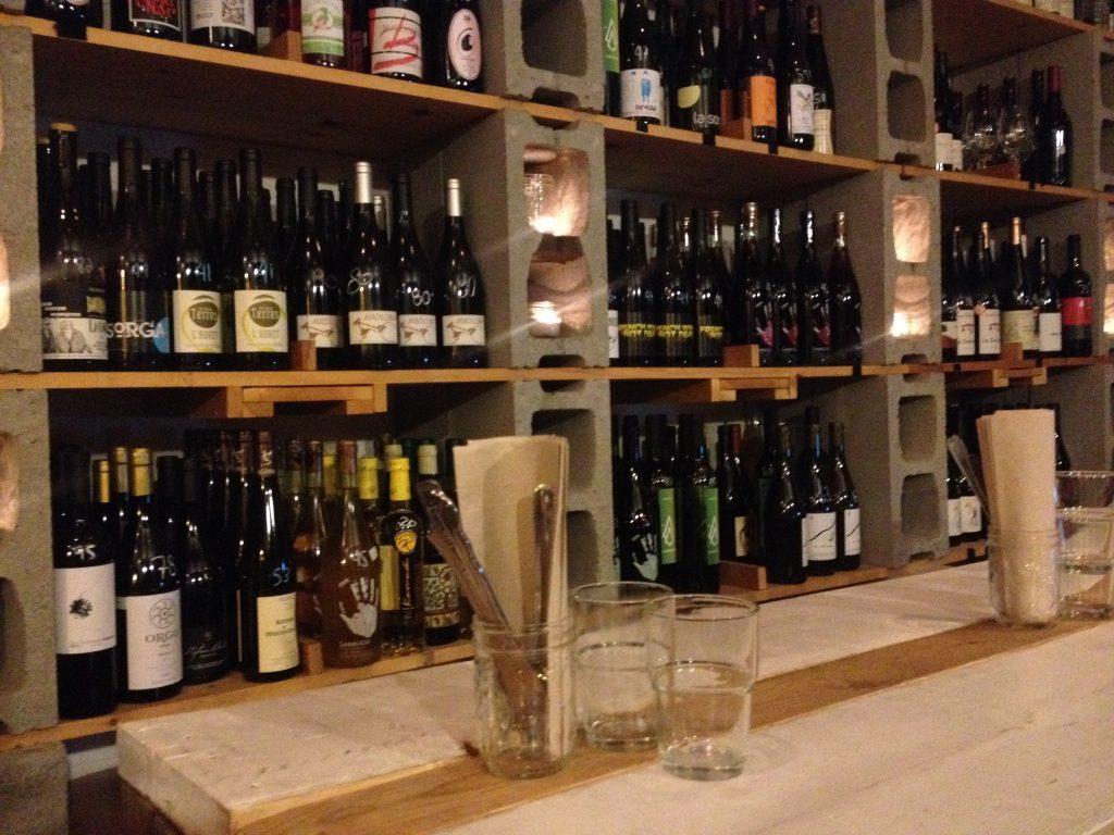 La ricca scelta di vini naturali e bio da Le Moine Échanson.