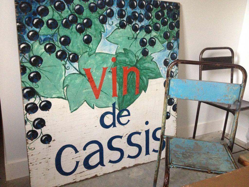 Un manifesto nella maison Cassis Monna & Fils.