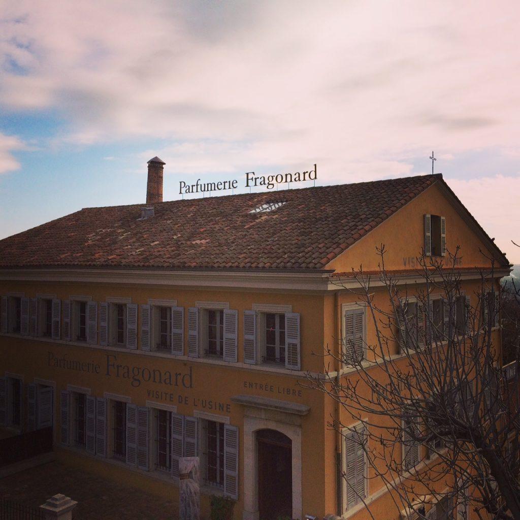Lo storico edificio della Parfumerie Fragonard.