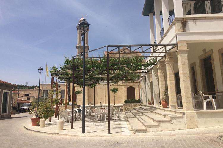 La piazzetta centrale di Arsos. Pafos Cipro