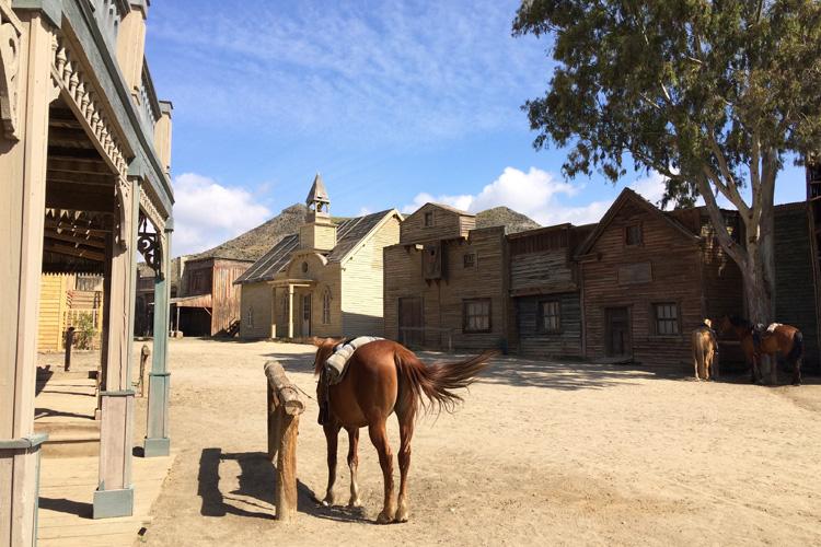 Il set cinematografico di Fort Bravo, con cavalli e case