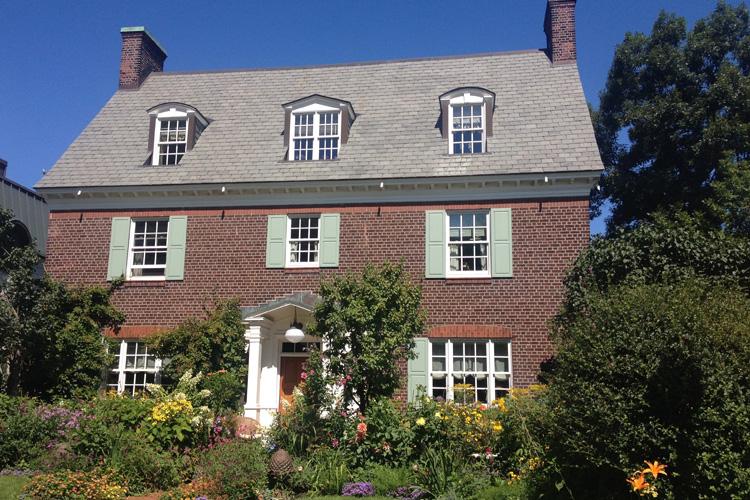 Una delle eleganti case dell'Upper Westmount, a Montréal. @oltreilbalcone