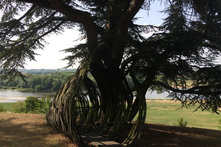 Una delle installazioni d'arte ospitate nel parco del castello Chaumont.