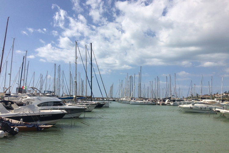 Il porto di Marina di Ragusa in una calda giornata di ottobre.