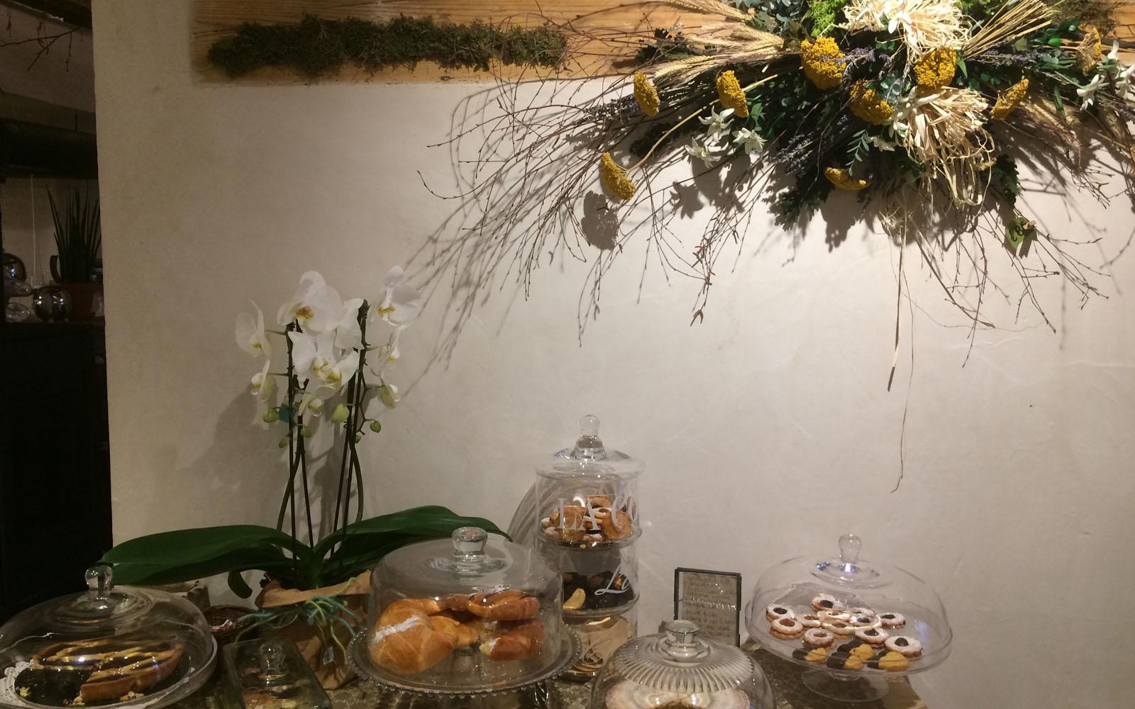 La boutique di fiori con piccolo café Fleurs Folie.