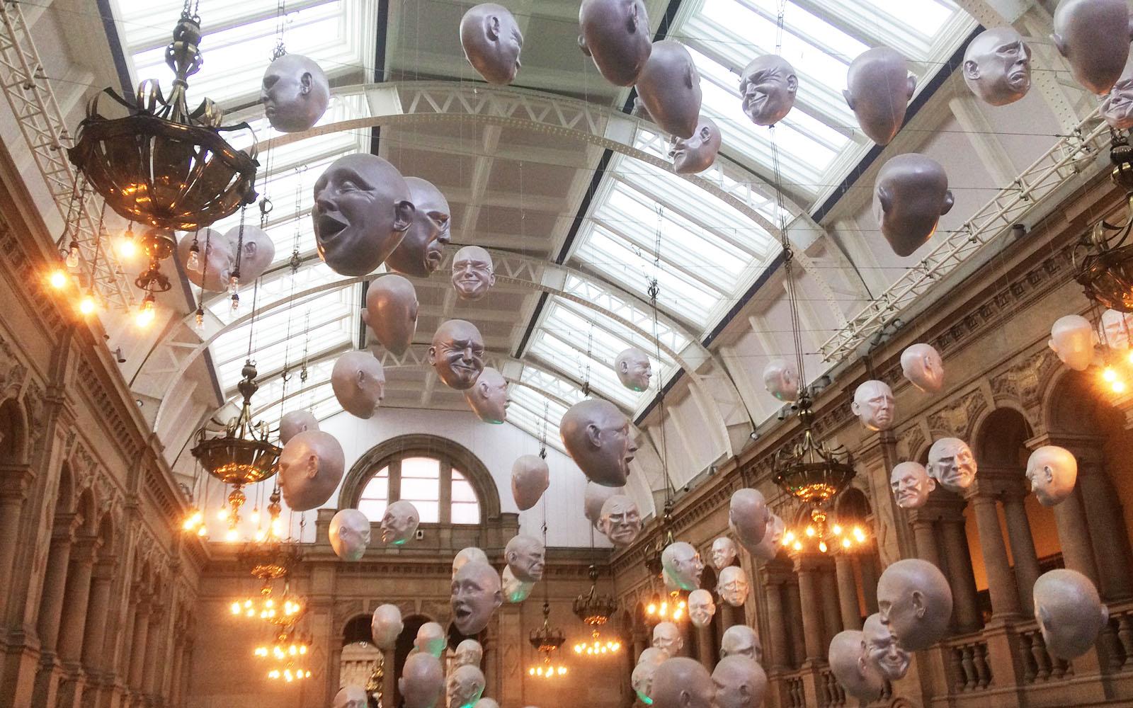 Una delle sale del museo Kelvingrove, a Glasgow.