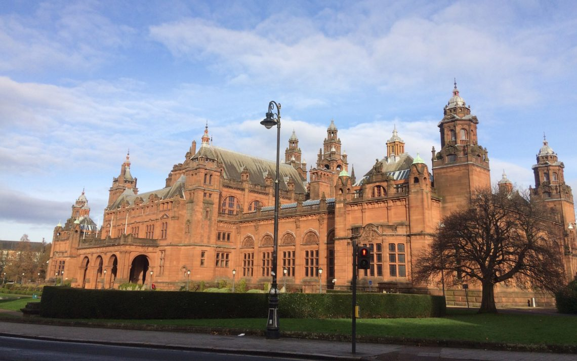 Facciata esterna del maestoso Kelvingrove Art Gallery and Museum.