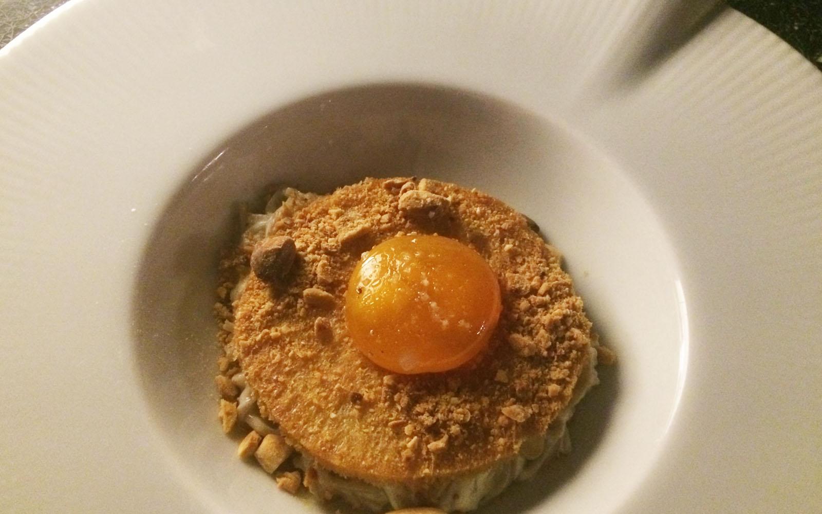 L'uovo a bassa temperatura, uno dei piatti vegetariani dello chef Philippe Bardau.
