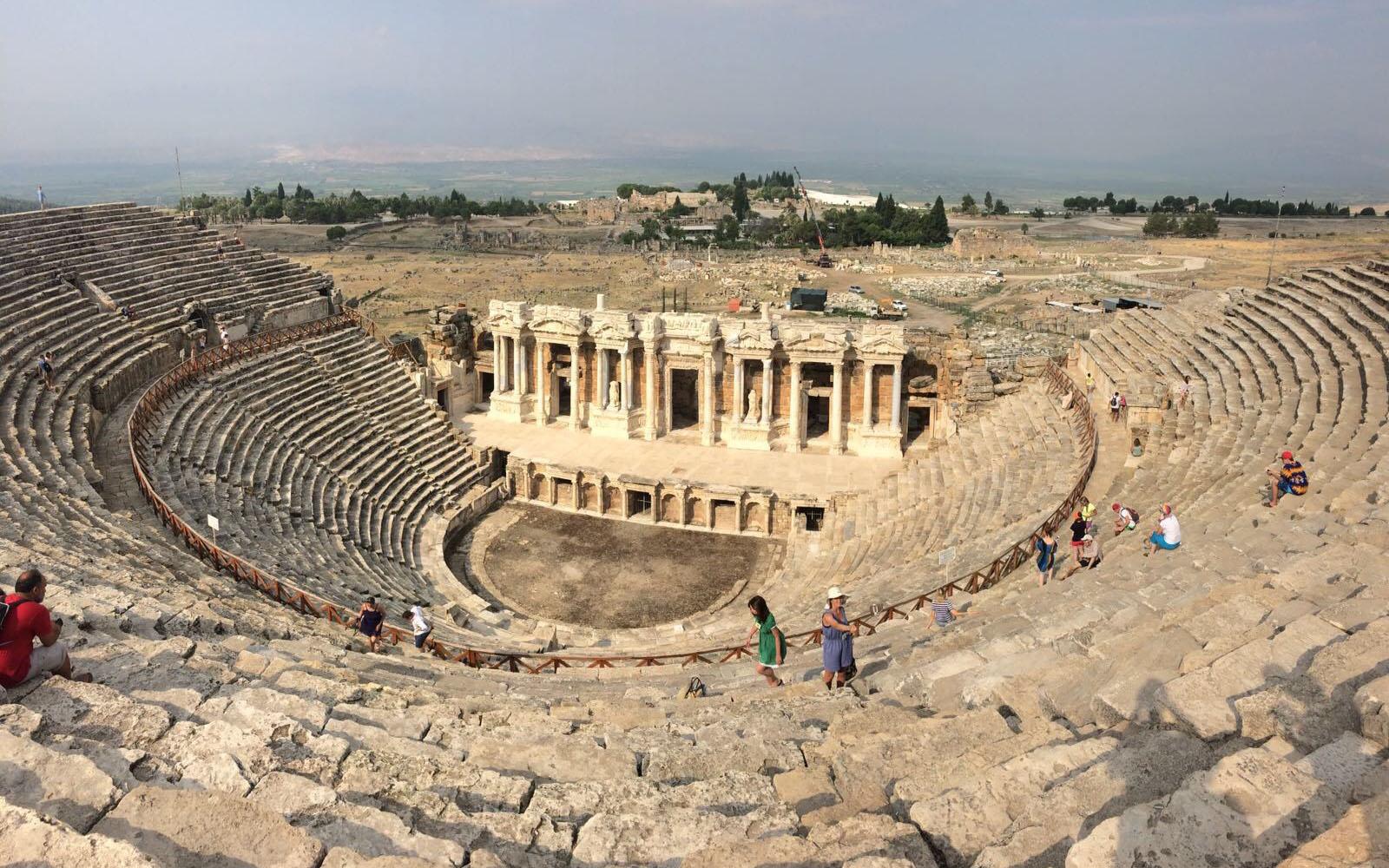 Le rovine del teatro romano di Hierapolis, Pamukkale.