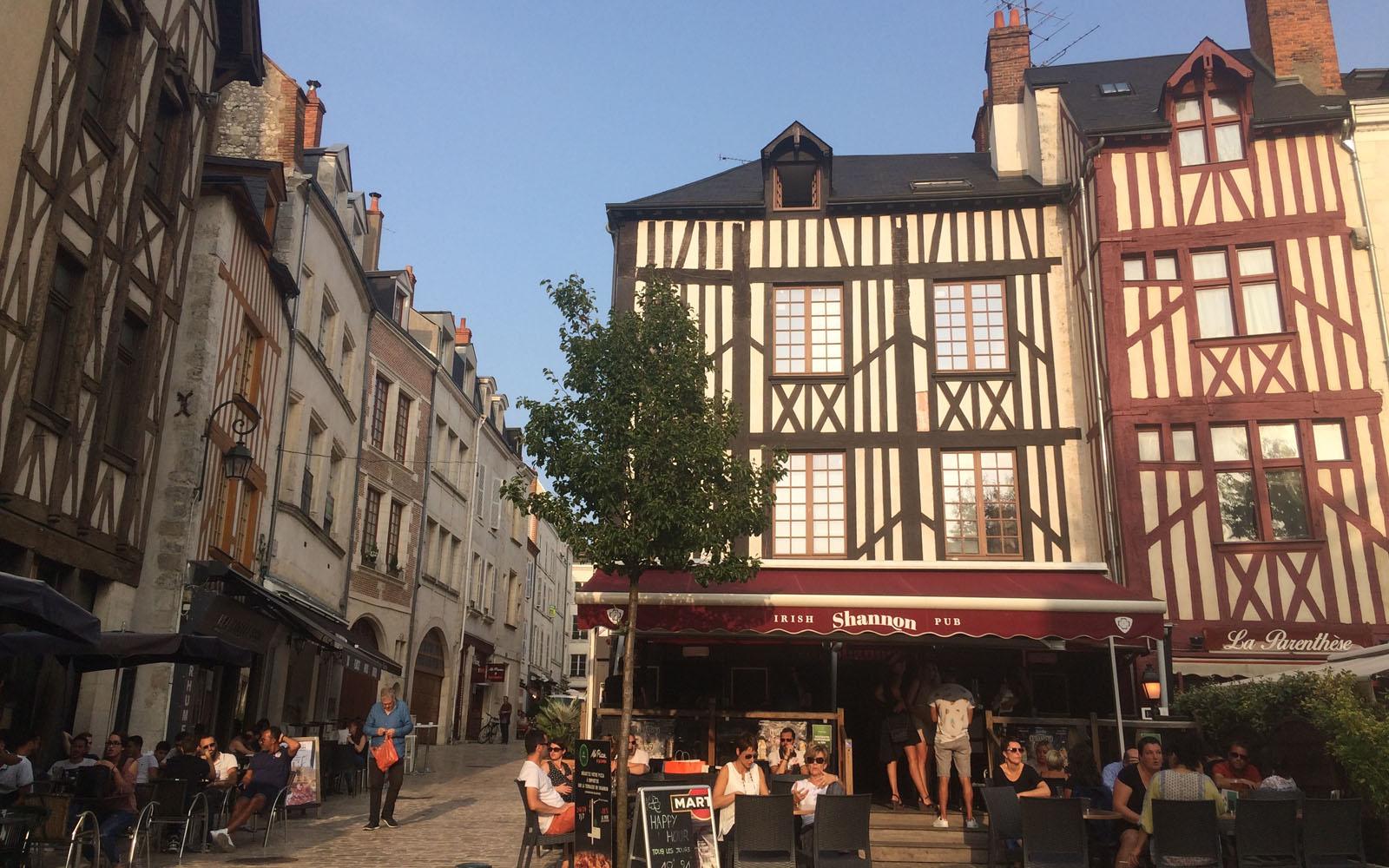 Il movimentato quartiere medievale.