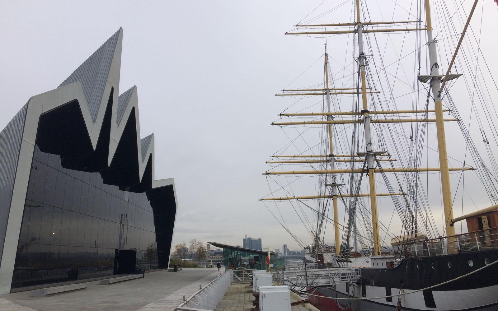 Il Riverside Museum, affacciato sul fiume Clyde.