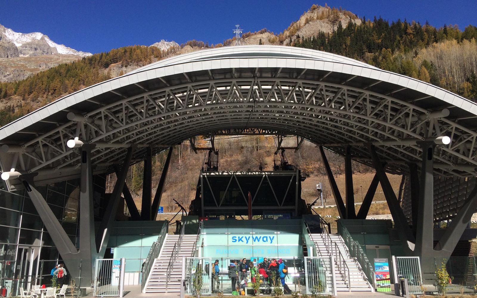 La stazione di partenza di Skyway Monte Bianco