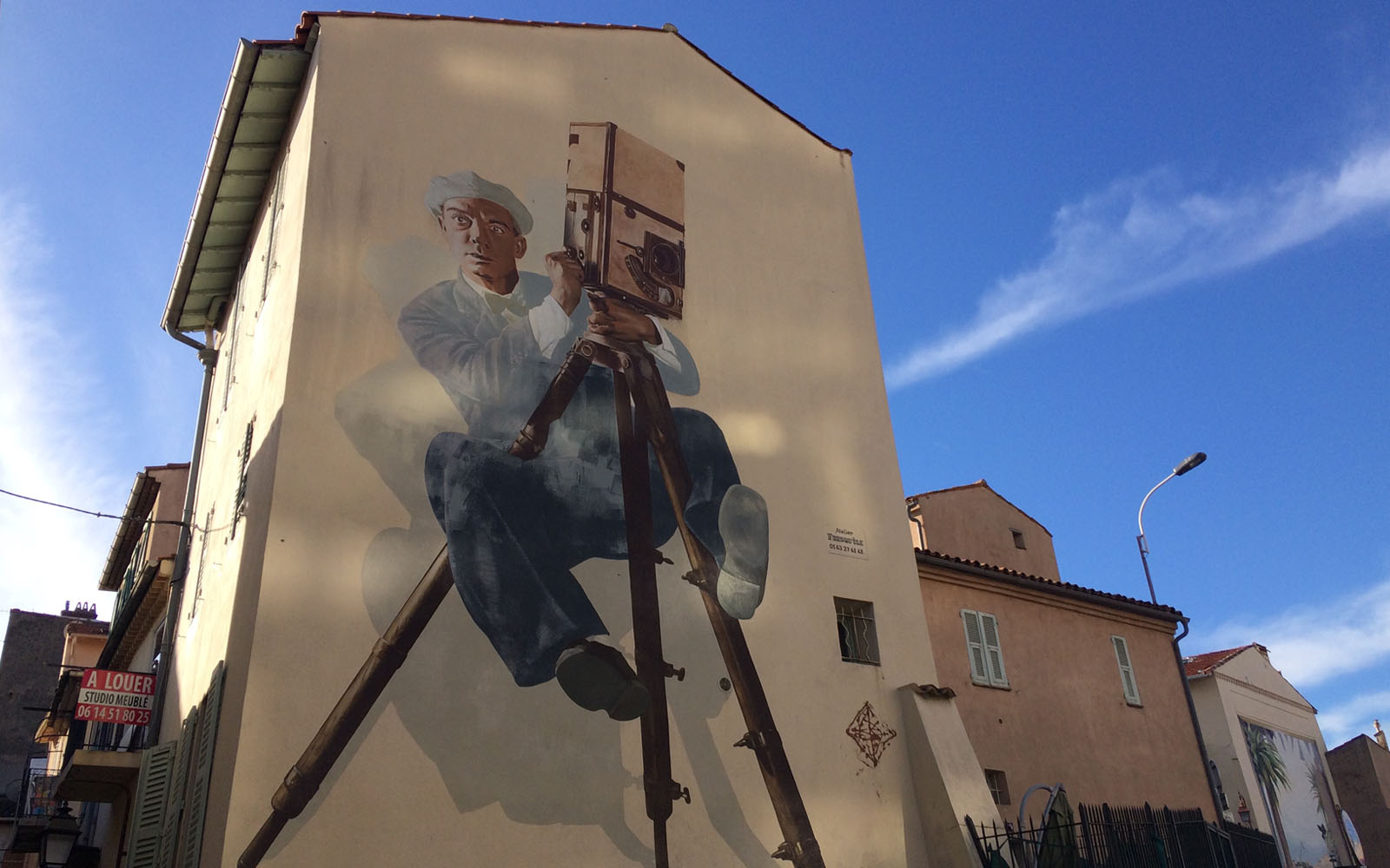 Il murale in omaggio a Buster Keaton, in boulevard Victor Tuby 29.