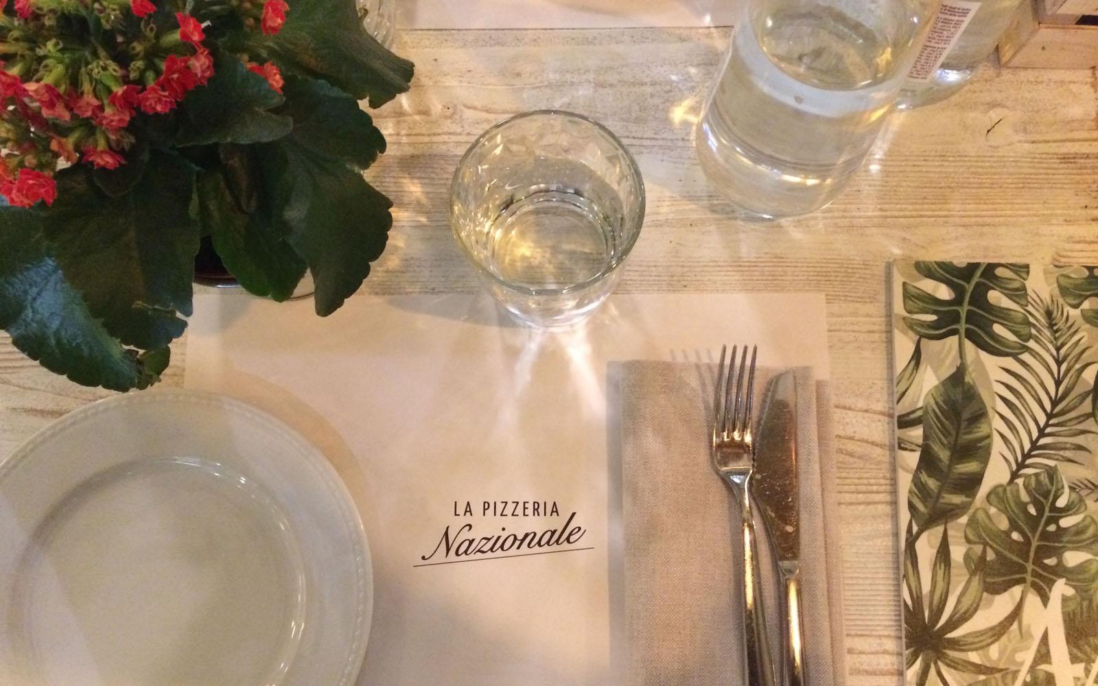 La mise en place easy-glam de La Pizzeria Nazionale di Milano.