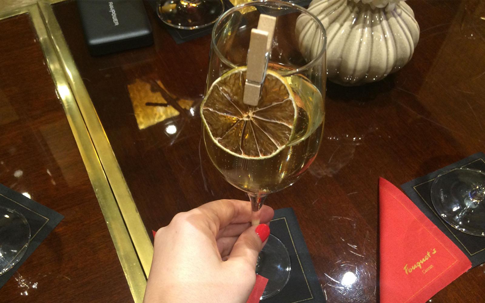 La Grande Dame, il cocktail champagne alla verbena di Emanuele Balestra.