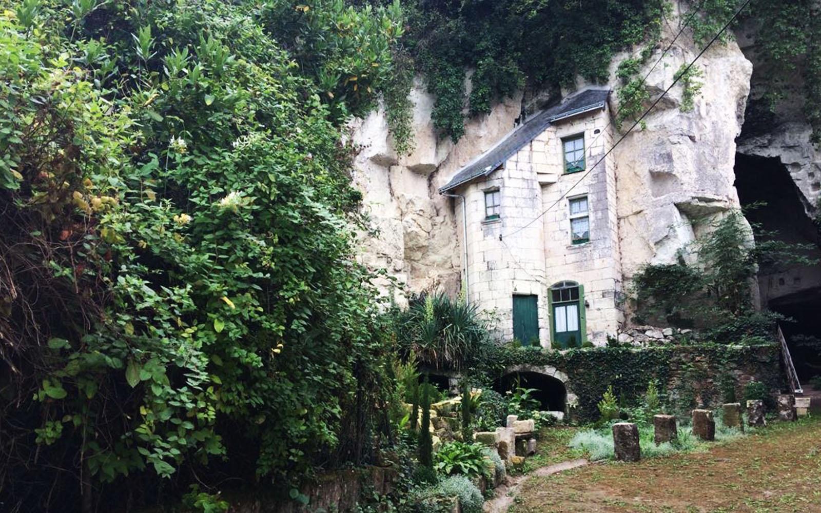 Una tipica abitazione dei trogloditi, ricavata dalla roccia di tufo.