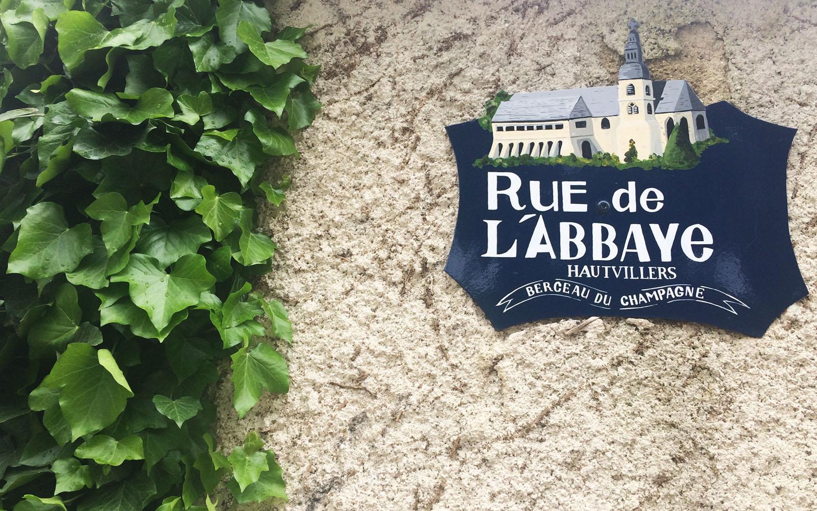 La via dove si trova l'abbazia di Dom Pérignon, a Hautvillers.