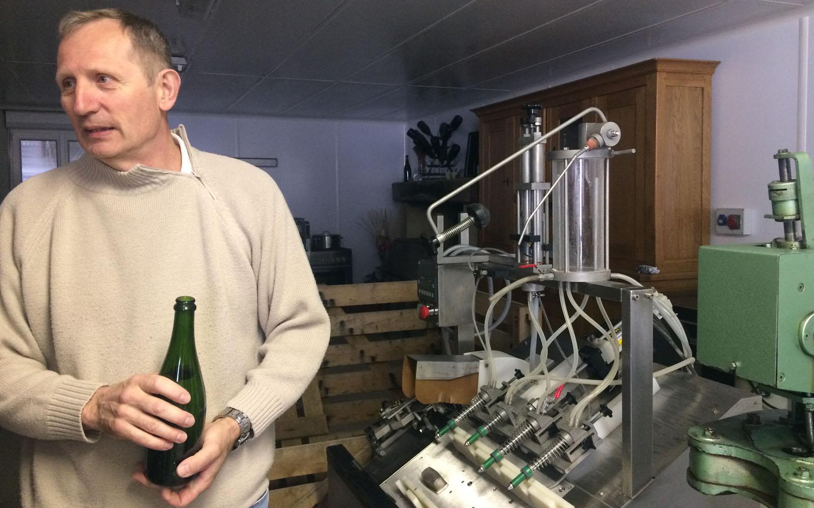 Christophe Walczak, nella sua cantina nell'Aube.
