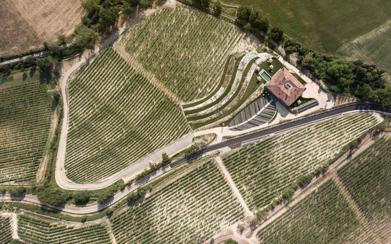 Veduta dell'azienda biodinamica La Raia dall'alto.