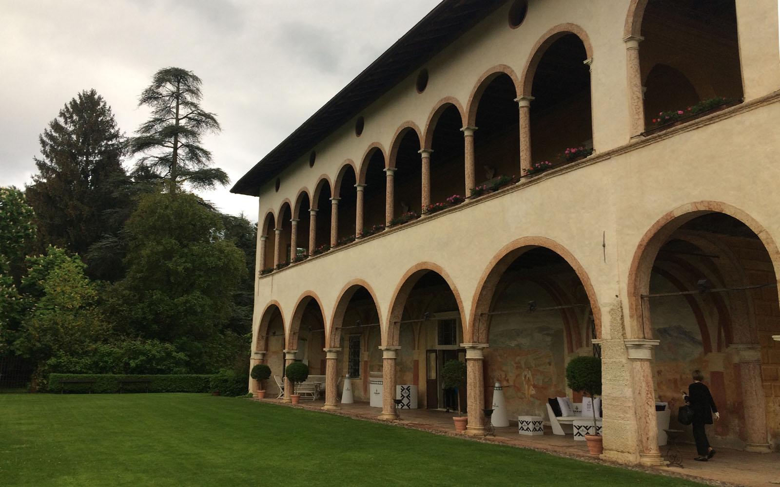 La facciata esterna di Villa Margon.