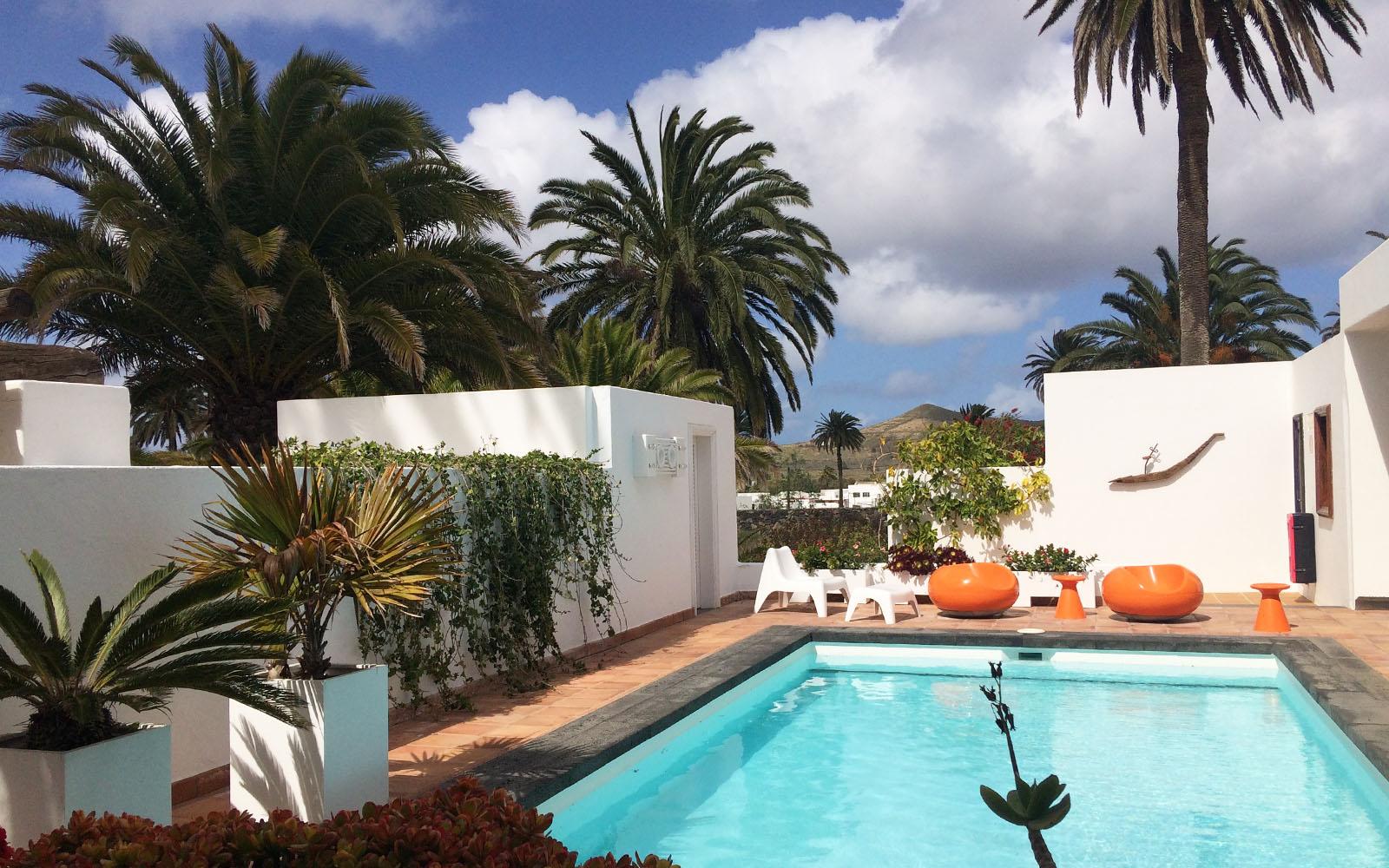 La piscina della casa di César Manrique ad Haria.