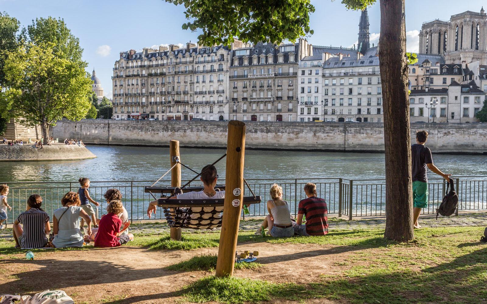 Relax lungo la Senna di Parigi.