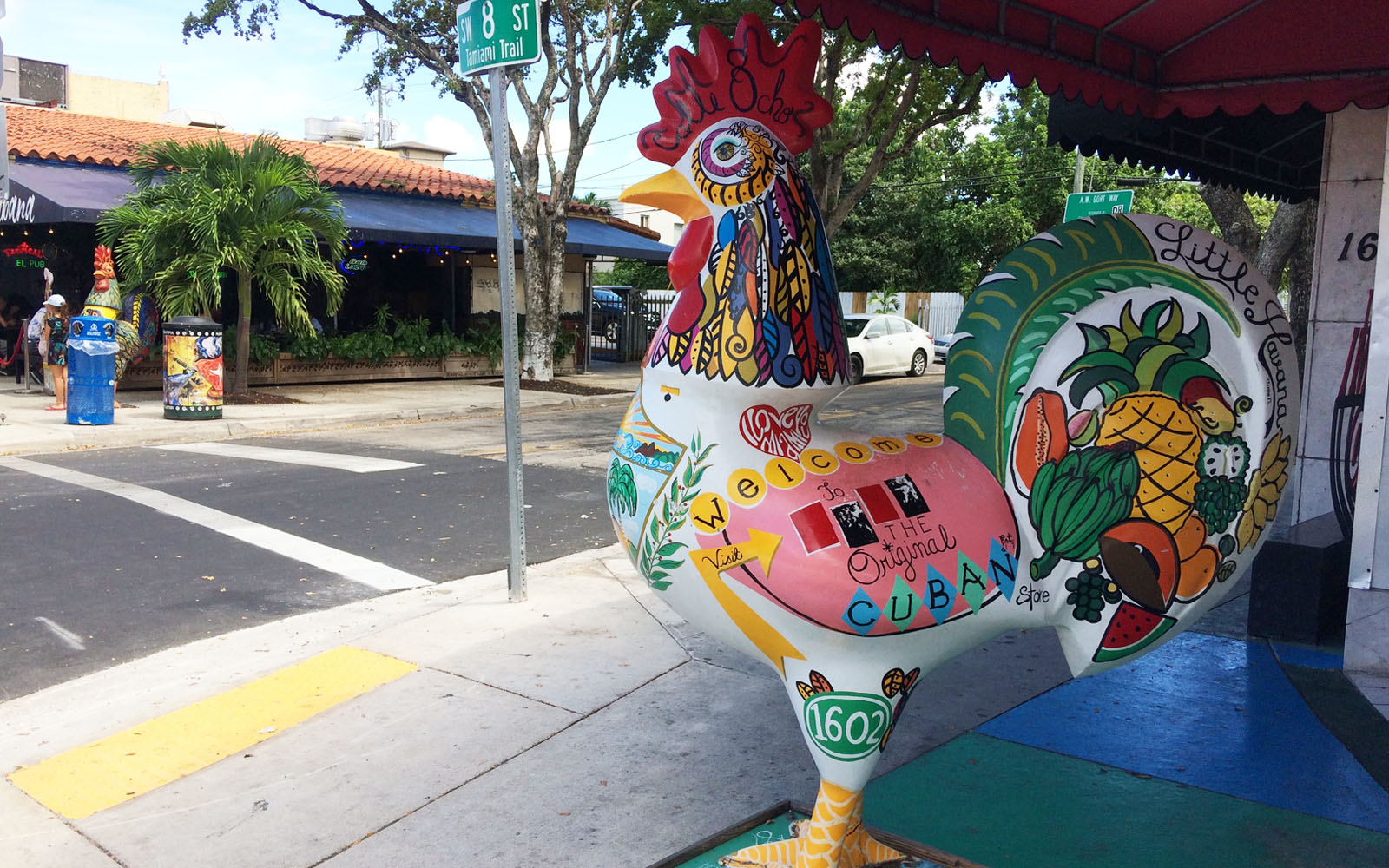 Un gallo dipinto, uno dei simboli di Cuba, a Little Havana, a Miami.