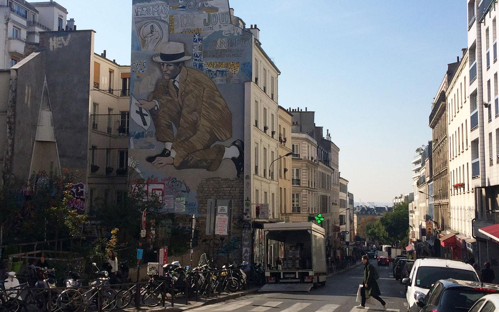 """Il murale in place Frehel """"Rendez-vous au croisement des rues de Belleville et Julien Lacroix"""" di Jean le Gac"""