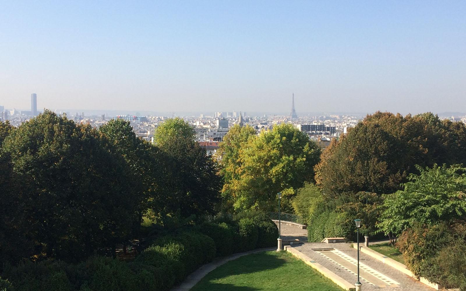 Una veduta di Parigi e della Torre Eiffel dal Parco di Belleville.