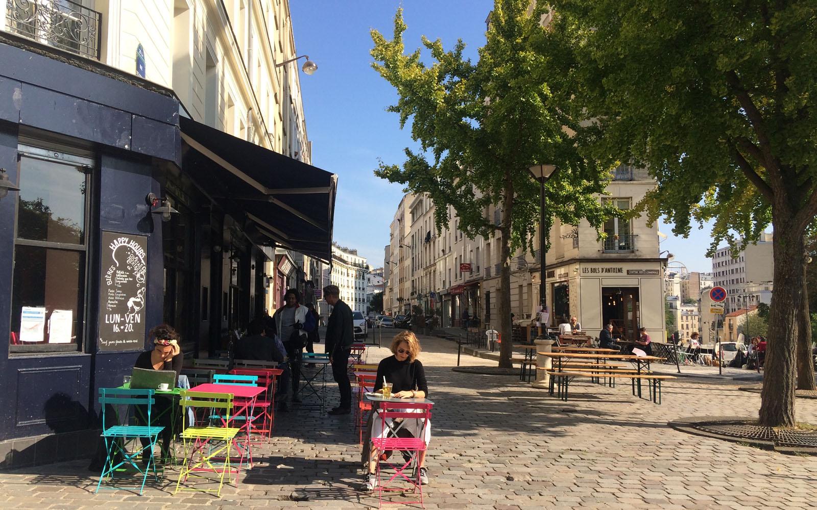 La vivace rue des Envierges, nella parte alta di Belleville.