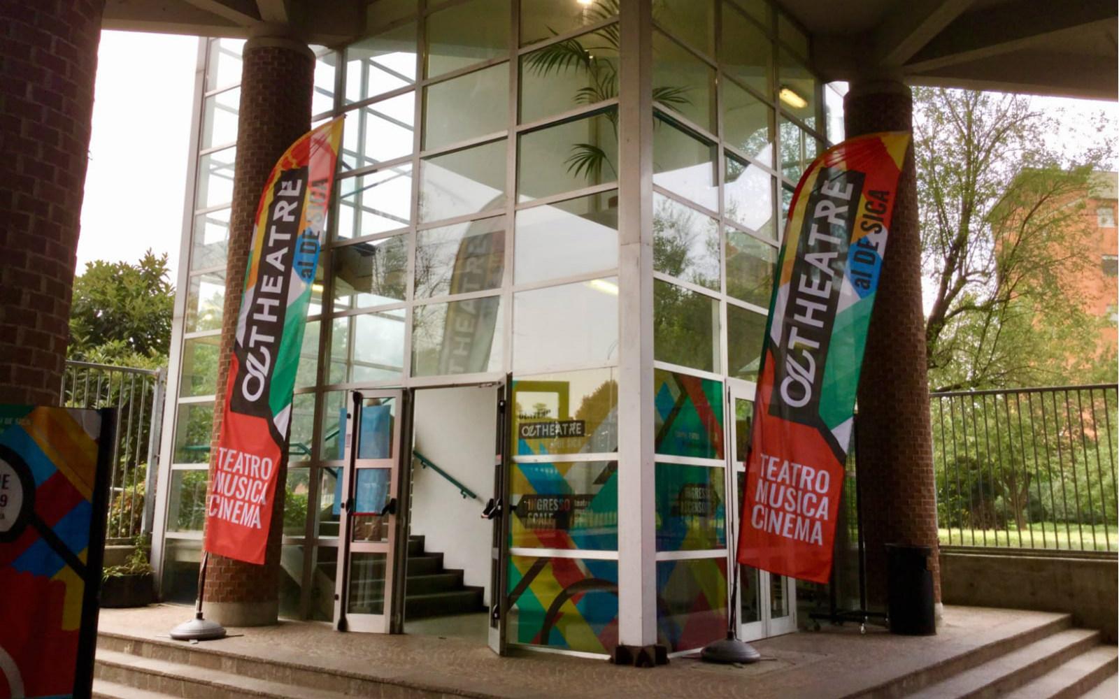 L'ingresso del Cine Teatro De Sica di Peschiera.