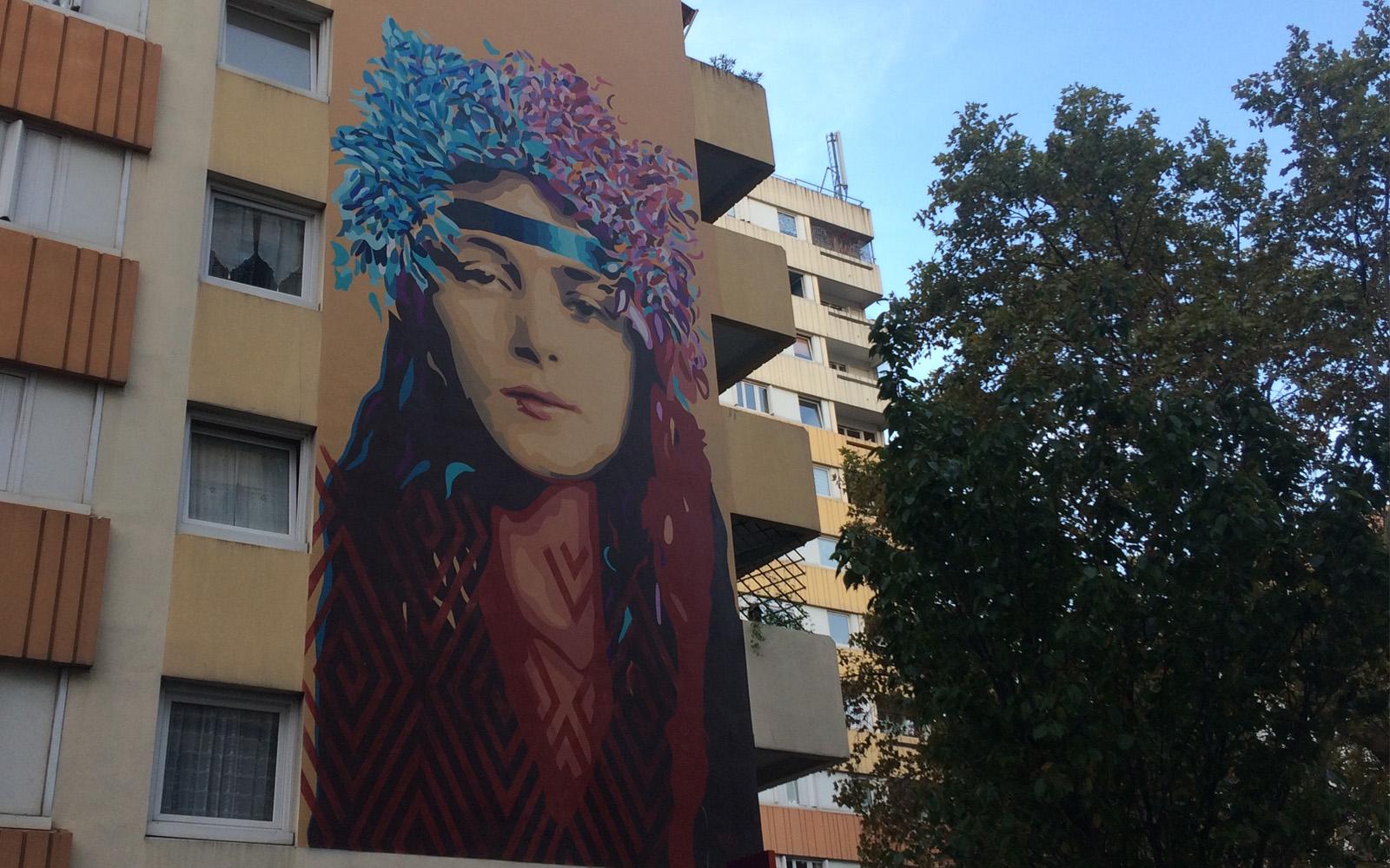 Il murale dell'artista B Toy.