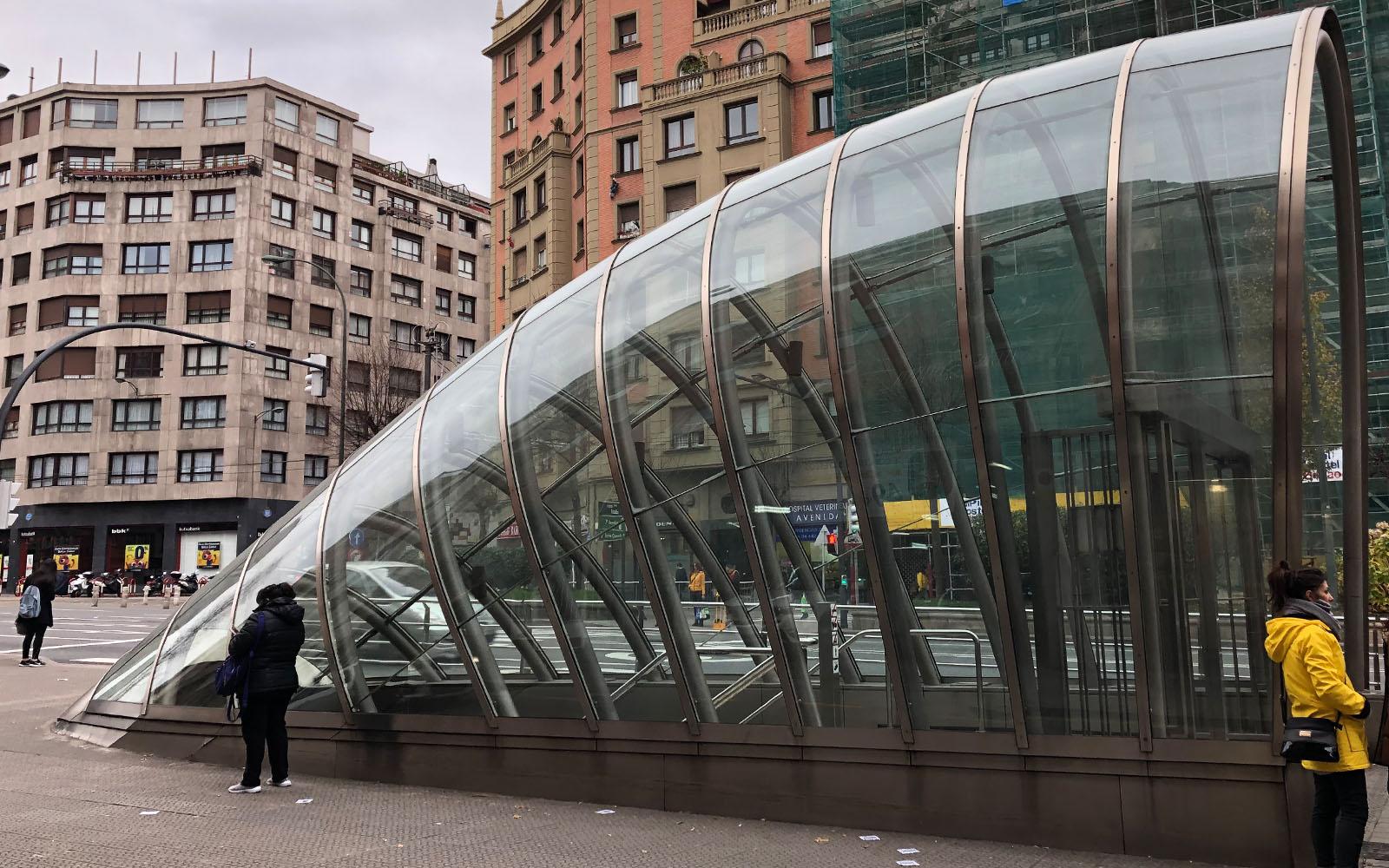 La metropolitana di Bilbao, progettata da Foster.