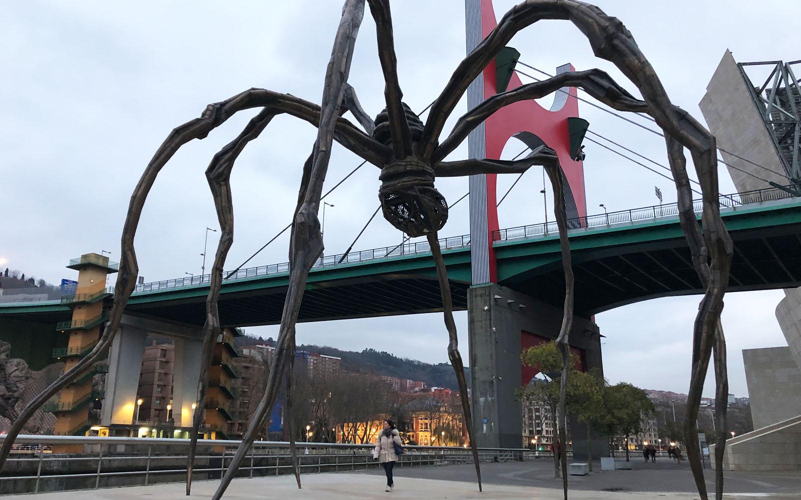 La gigantesca scultura del Ragno di Bourgeoise.