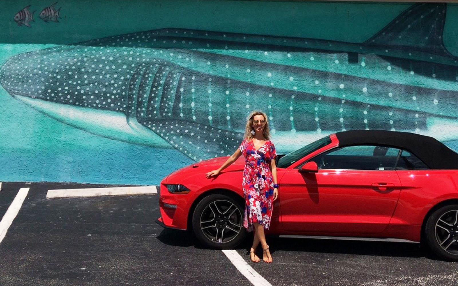 La macchina che mi ha condotto alla scoperta delle Keys, una Ford Mustang cabriolet rosso brillante.