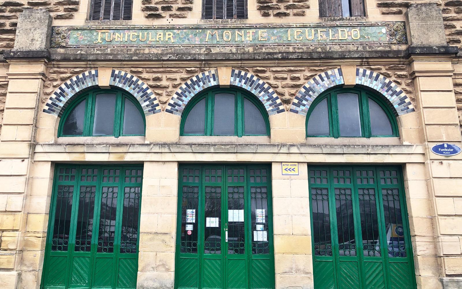 L'ingresso della funicolare del Monte Igueldo.