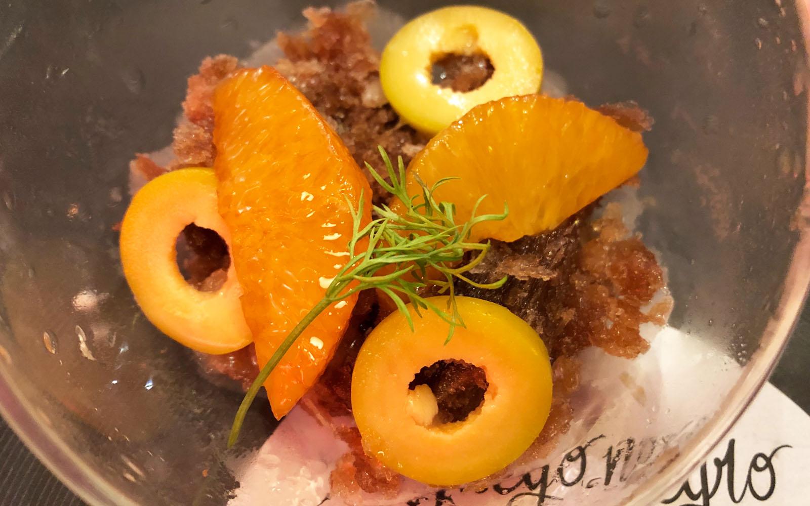 Granita di Vermouth con olive dolci.