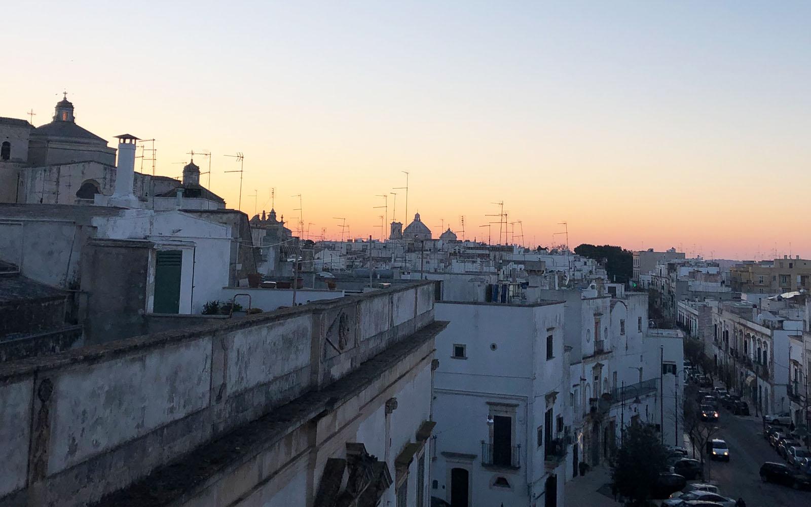 Veduta sui tetti di Martina Franca al tramonto, da Palazzo Ducale.