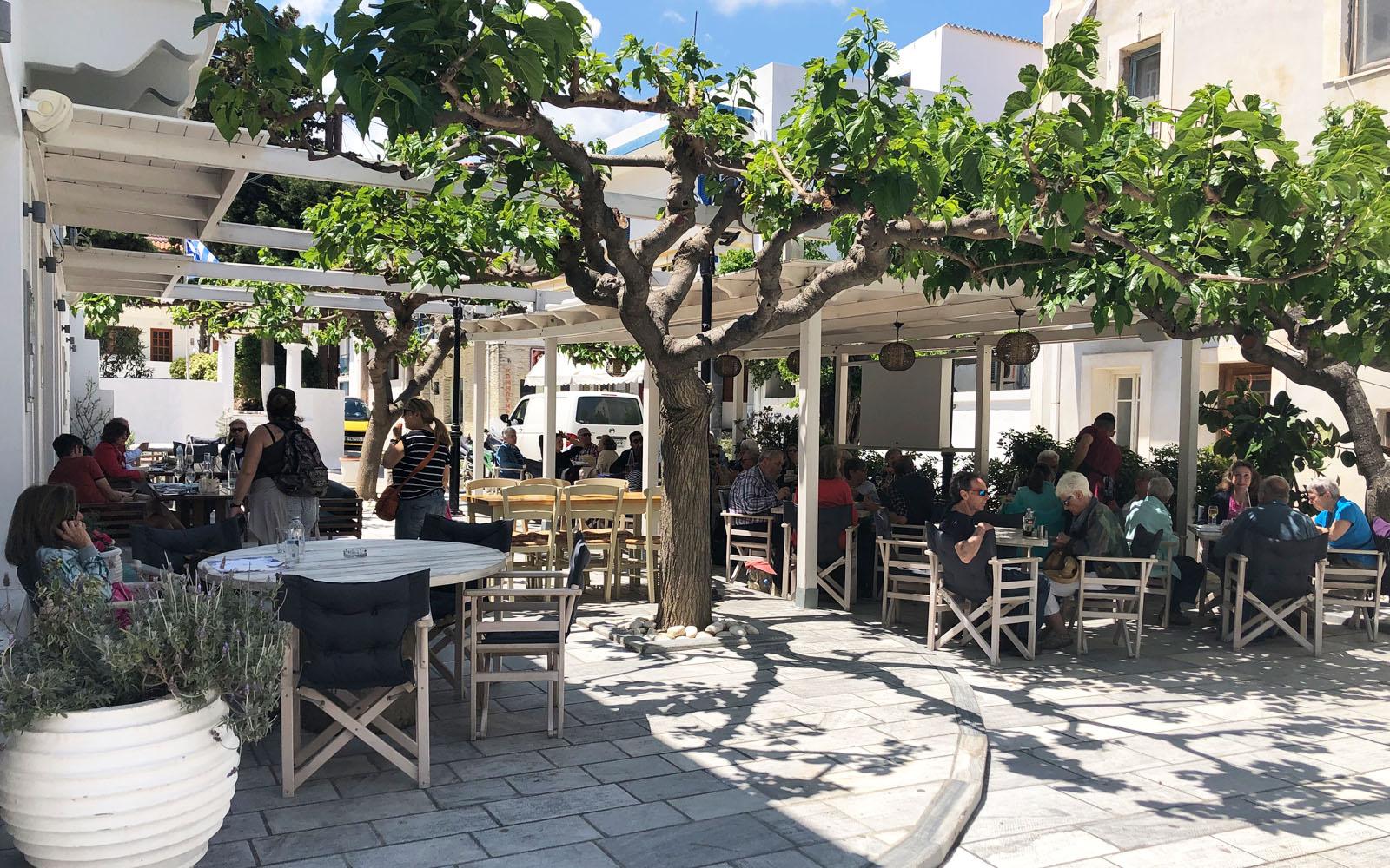 Il ristorante Sea Satin Nino a Ormos Korthiou, Andros.