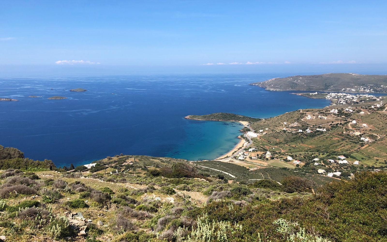 Il panorama che si gode dal monastero Zoodochos Pigi.