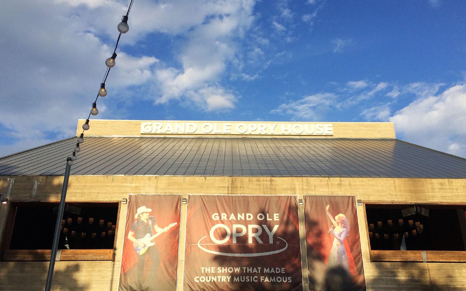 Uno scorcio sulla facciata esterna del Grand Ole Opry.